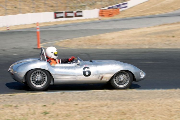 1957 Elva Mk11 B driven by Robert Engberg in turn four.