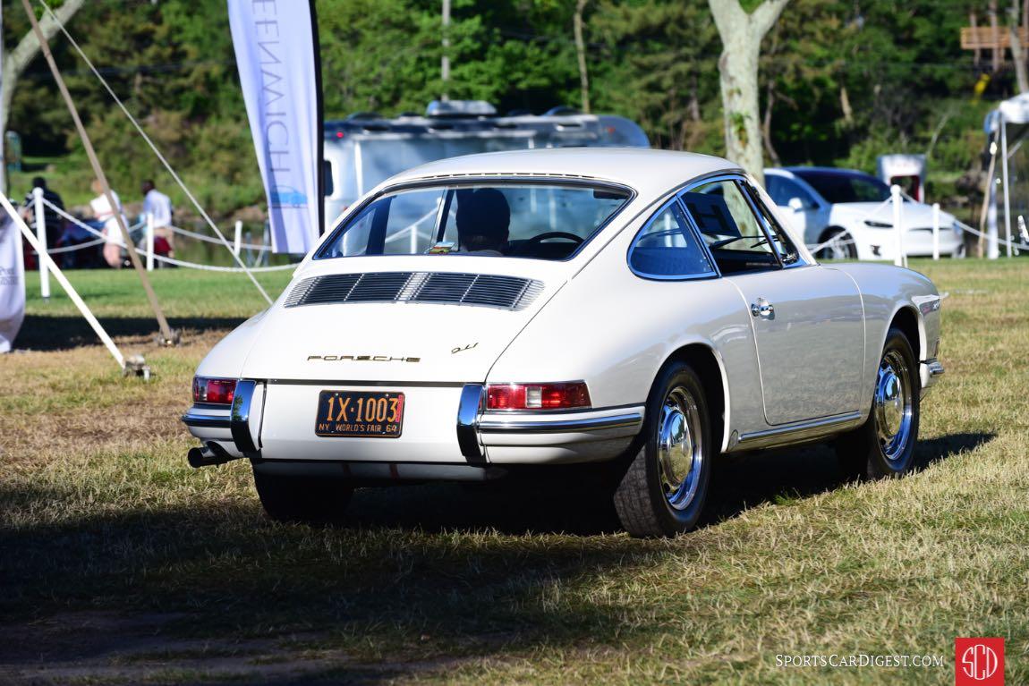 Porsche 911 arrives on the field.