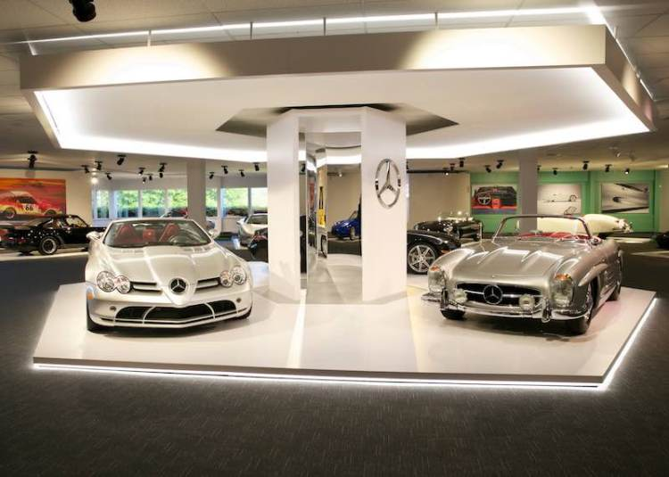 World Car Gallery - Newport Car Museum