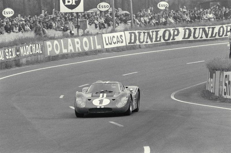 24 Hours of Le Mans, Le Mans, France, 1967. Dan Gurney and AJ Foyt Ford Mark IV in the esses.