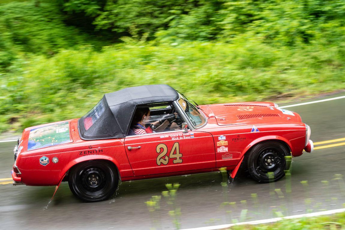 Mick de Haas (NL) / Grace de Haas (NL) 1966 Mercedes-Benz 230 SL