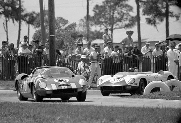 Bob Grossman leads Graham Hill, both in a Ferrari 330P.