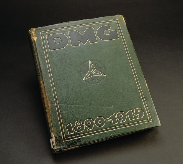 Historical retrospect: the history published in 1915 to celebrate the 25th anniversary of the Daimler-Motoren-Gesellschaft is a long-standing historical document in the archived material