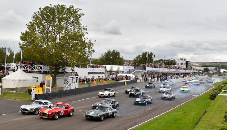 Andrew Smith's AC Cobra leads the RAC TT Celebration Race start (photo: Frozenspeed Motorsport)