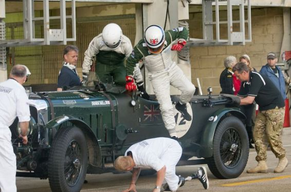 Flying pit stop with Mission Motorsport and Bell and Overington