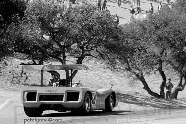 Bruce McLaren, McLaren M8B, Laguna Seca Corkscrew