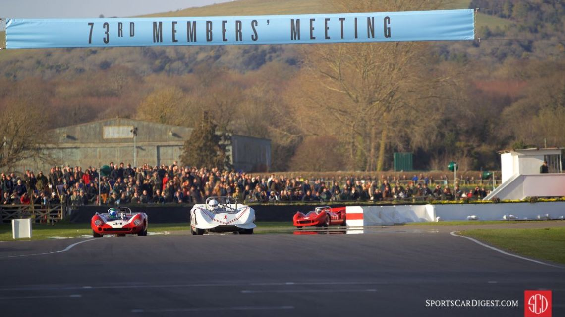 1966 Lola-Chevrolet T70 Spyder and 1966 Chinook-Chevrolet Mk2 at the Goodwood Members Meeting (photo: Gunter Biener)