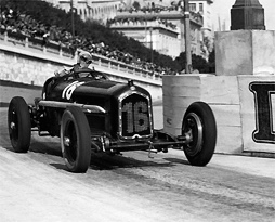 Louis Chiron negotiating Tabac corner at the 1934 Monaco Grand Prix