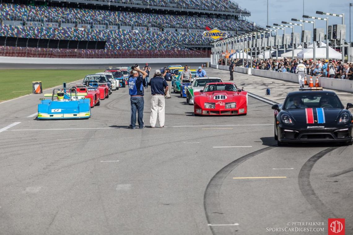 Group B lines up behind the Brumos Porsche pace car for the start of the 2015 Classic 24