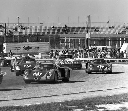 Start of the 1968 24 Hours of Daytona (photo: Bill Warner)