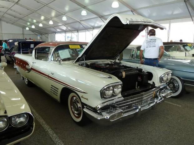 1958 Pontiac Bonneville 2-Dr. Hardtop