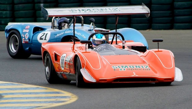 1969 Lola T163 of Don Bell leads Lola T70 Mk 3B of Nick Colonna