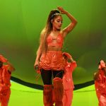 Review Ariana Grande Chokes Up As Sweetener Tour Winds Down In San Francisco Datebook