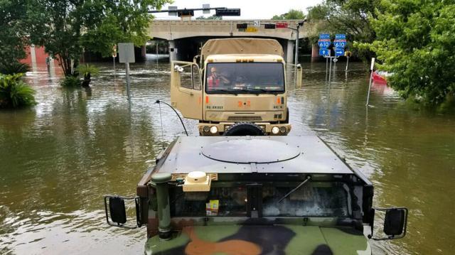 Las calles estaban inundadas y no podían recibir ayuda