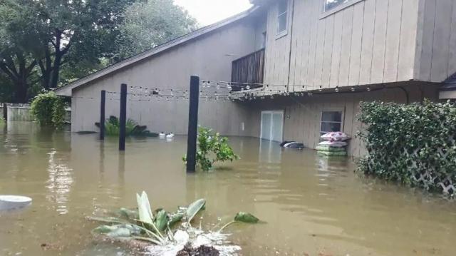 No podían salir de sus casas por la inundación