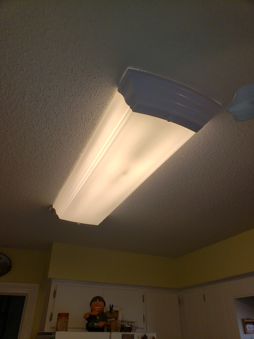 New Bern, NC - Troubleshoot kitchen fluorescent fixture