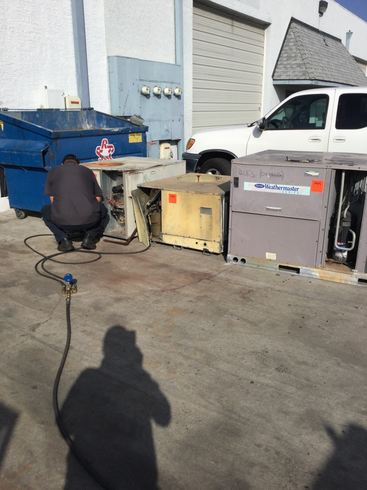 Hawaiian Gardens, CA - Recovering refrigerant today