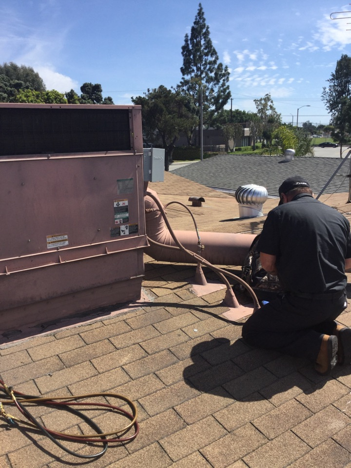 Lakewood, CA - High voltage troubleshooting on residential package unit