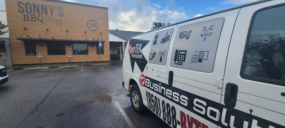 Pensacola, FL - Working on tracking down network port issues. Hard to focus when it smells so good in here.......:drool: @Sonny's BBQ