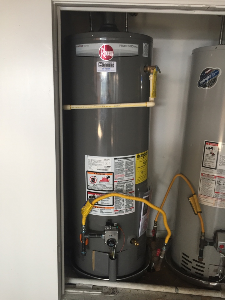 Richardson, TX - 50 gallon gas water heater in garage closet leaking. Install new 50 gallon gas water heater. Richardson plumbers. Richardson water heater repair and replacement.
