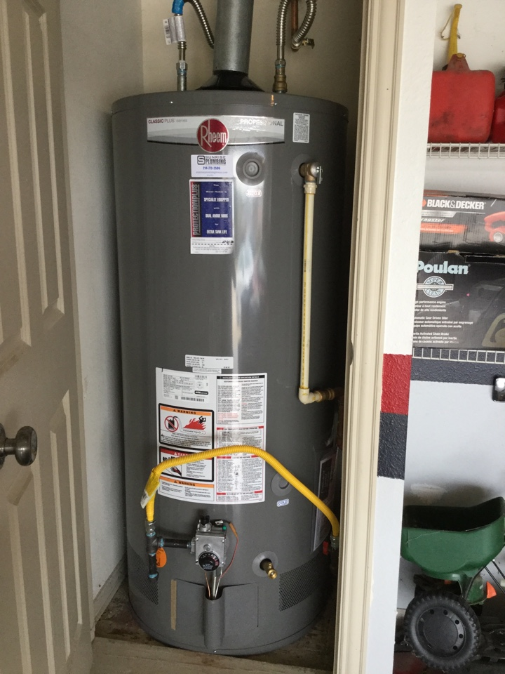 Rowlett, TX - 50 gallon natural gas water heater in garage is leaking. Install new 50 gallon gas water heater with tenure warranty.