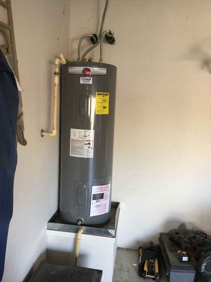 Royse City, TX - 50 gallon electric water heater in garage is not producing hot water needs repair. Install new 50 gallon Rheem professional water heater in garage. Royse city plumbers