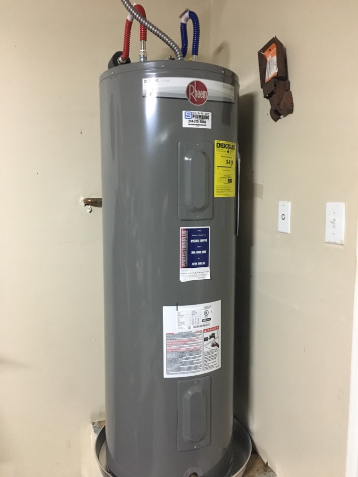 Royse City, TX - AO Smith Electric water heater leaking in garage. Install new Rheem water heater with 10 year warranty
