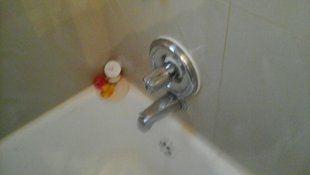 Midlothian, TX - Leaking faucet
