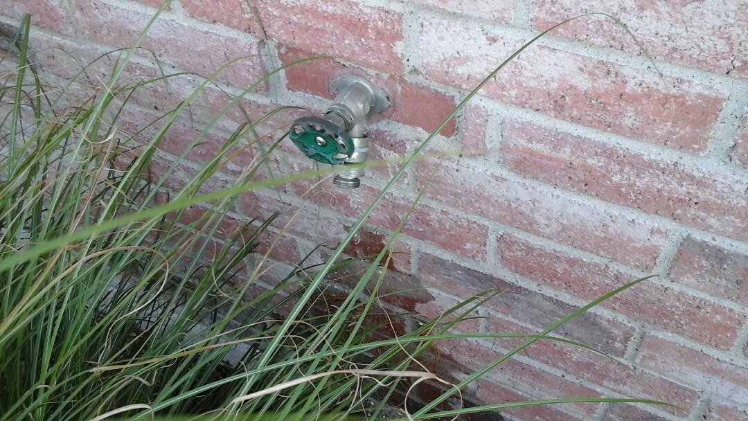 Midlothian, TX - Leaking outside hydrant