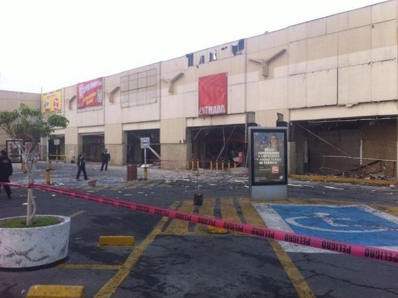 Fuga de gas provoca explosión en centro comercial de Ecatepec