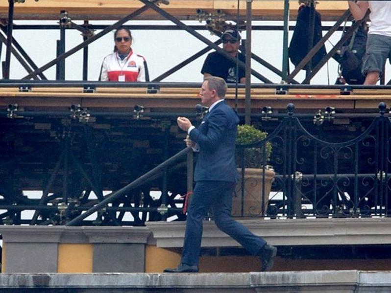 Mufa sorprede al agente 007 en el Centro Histórico capitalino
