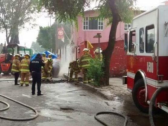 Desalojan a 600 personas en Azcapotzalco por fuga de gas natural
