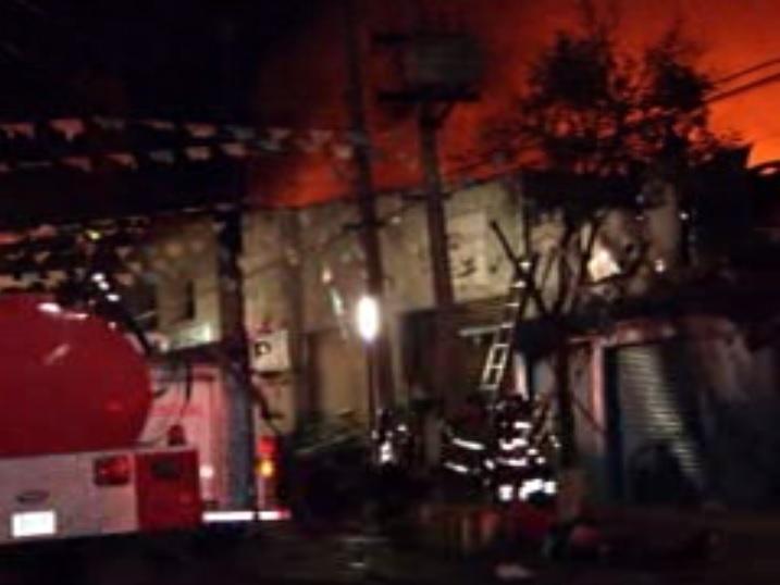 Bomberos del DF controlan fuga de gas e incendio
