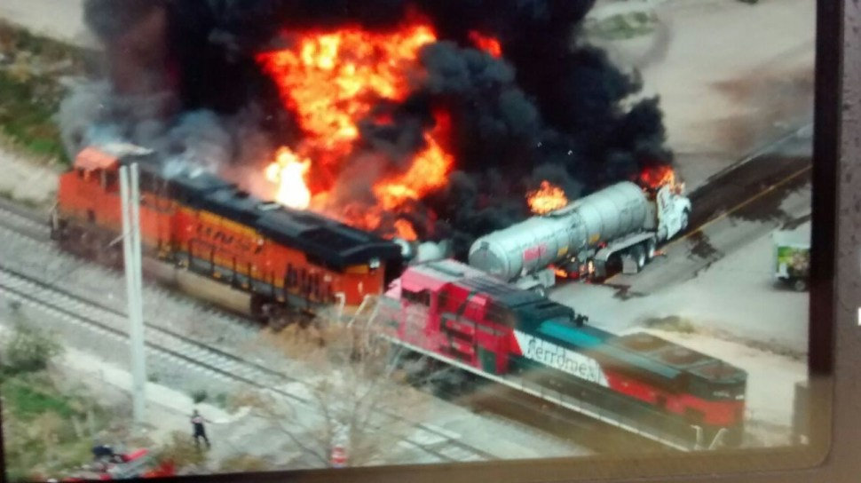 Explota pipa al chocar contra tren en Aguascalientes