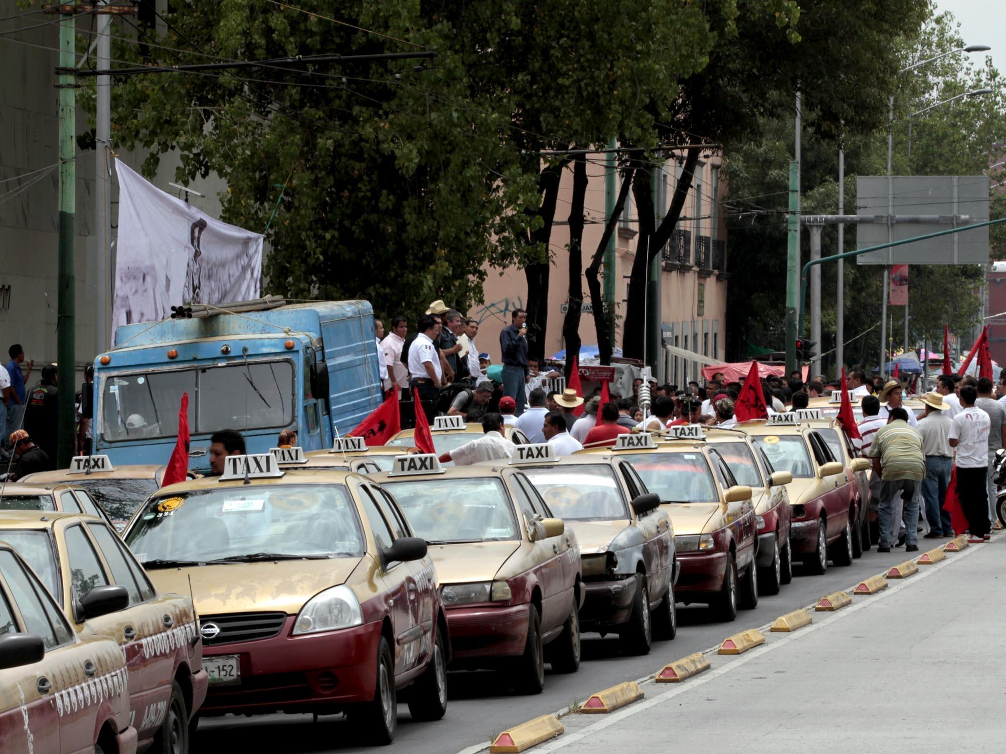 Multas, corralón y retiro de concesión a taxis 2003 y anteriores