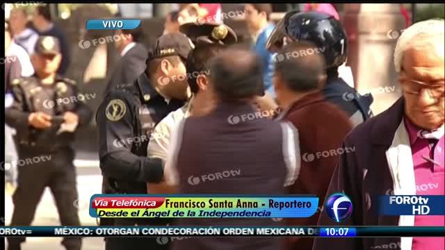 Taxistas afectan circulación en Reforma