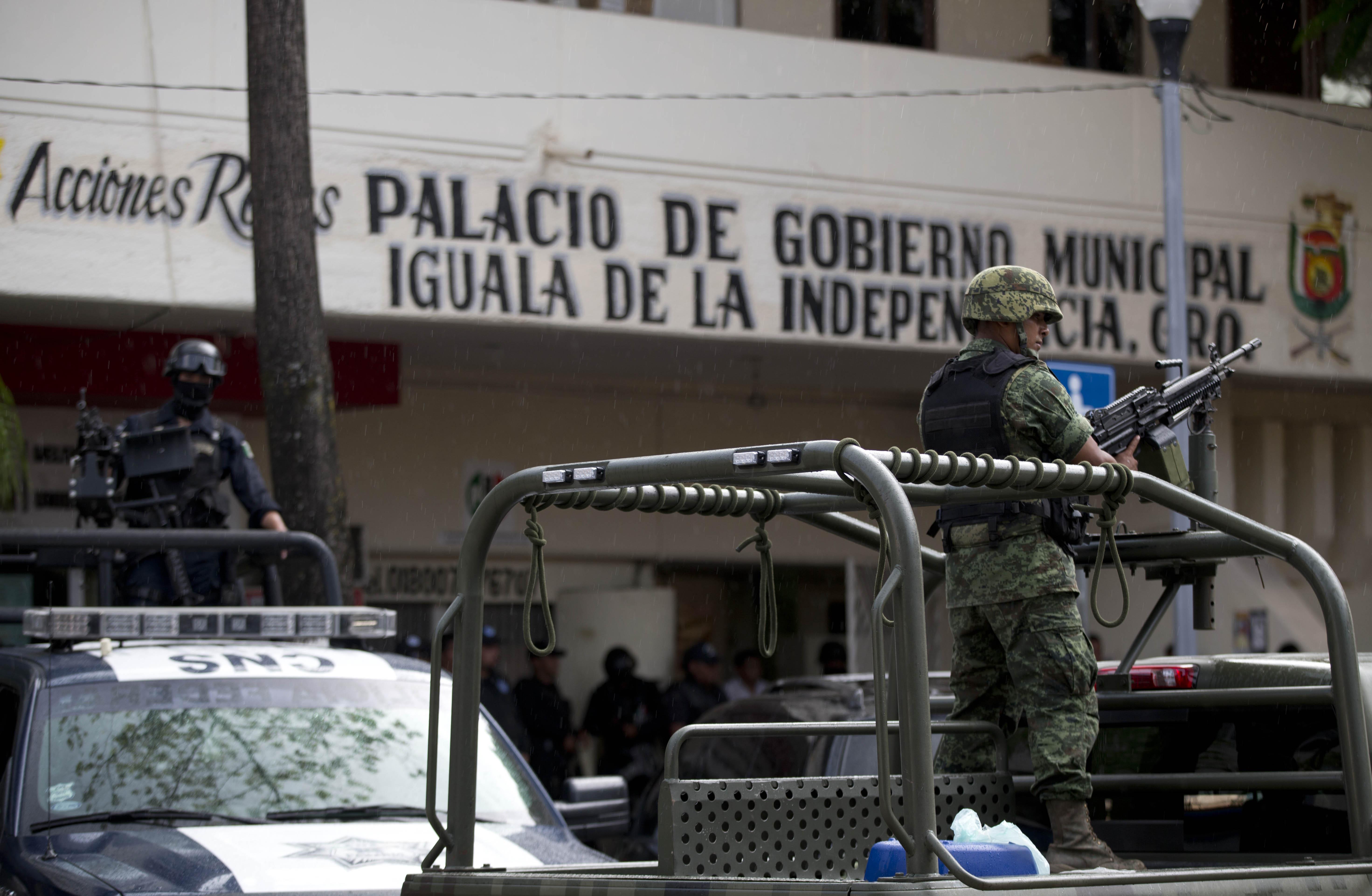 PGR asegura instalaciones de la policía municipal de Iguala