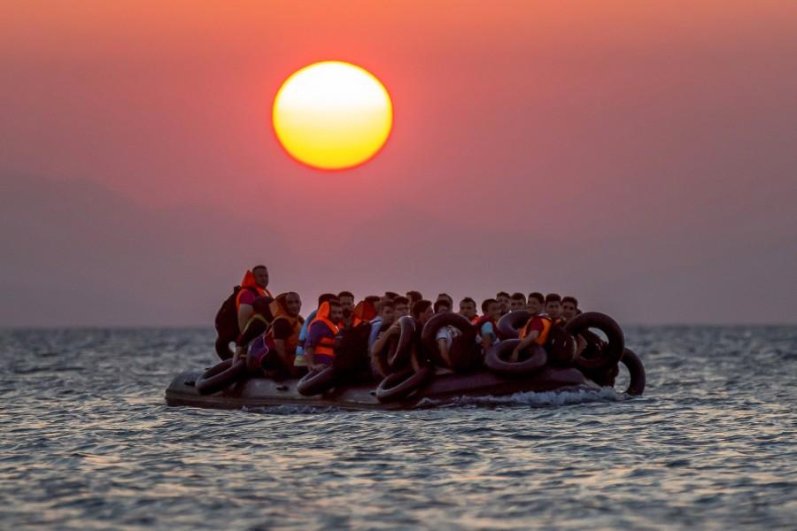 refugiados en lancha