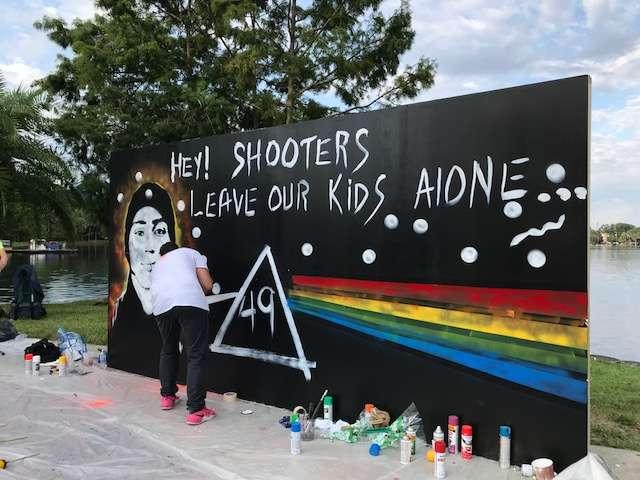 Manual Oliver creates his mural. Photo: Danielle Prieur