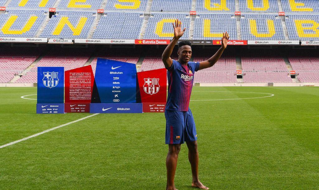 VIDEO: Futbolista debuta en el Barcelona… ¡descalzo!