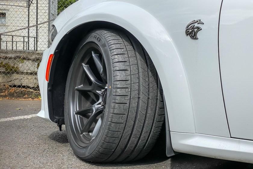 2021 Dodge Charger SRT Hellcat Redeye Widebody neumático delantero