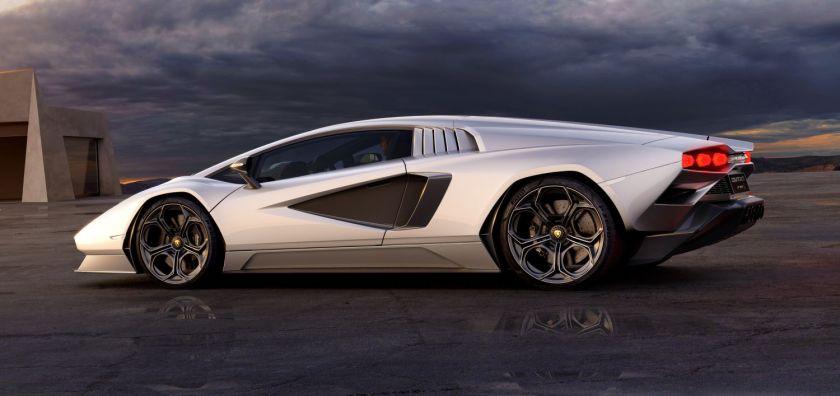 Vista lateral del Lamborghini Countach 2021