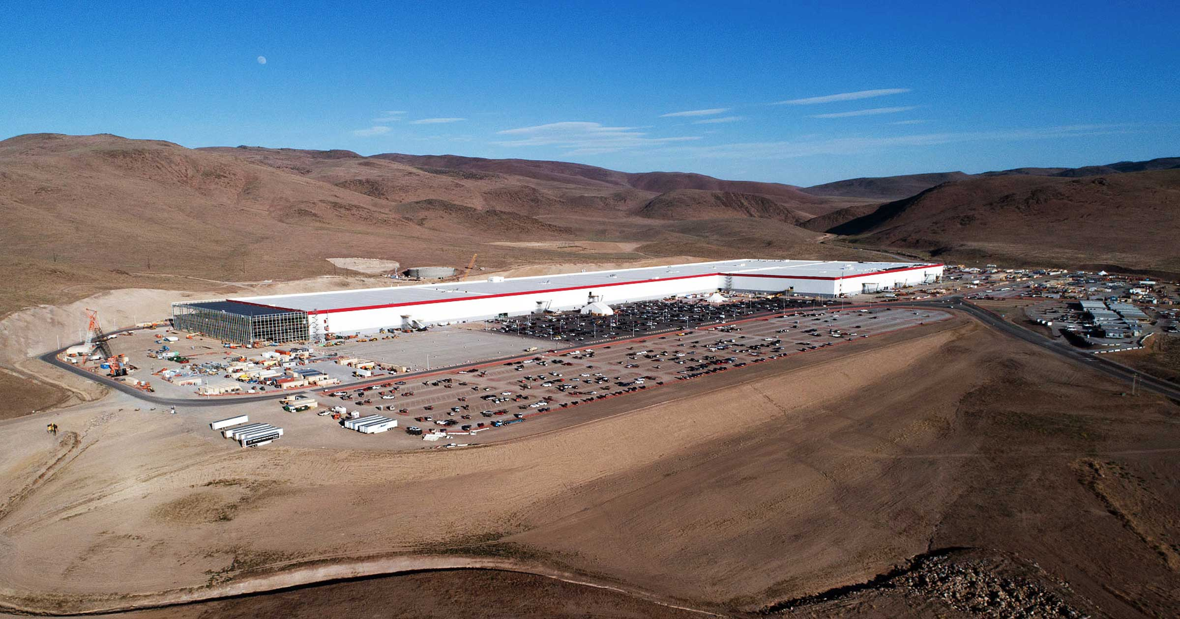 Renault-Nissan is the world's leading manufacturer of EVs, followed by Tesla, whose Nevada Tesla's Gigfactory is pictured above. Michigan's Big Three Ford, General Motors and Chrysler/Fiat lag behind. (Sam McGuire)