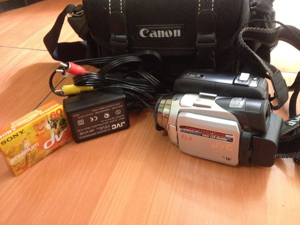 JVC GR-DF540 - Camcorder - 1.33 Mpix - optical zoom: 15 x - Mini DV GR-DF540  IDR 1.800.000,00 (nego)