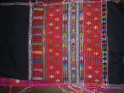 Une chemise traditionnelle, avec ses motifs