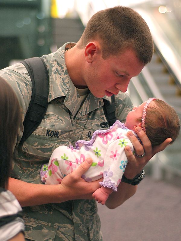 Welcome Home Soldier Ideas  amazing cute daughter soldier