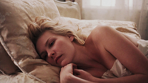 https://i2.wp.com/s3.favim.com/orig/43/actress-beauty-bed-blonde-kirsten-dunst-Favim.com-366466.jpg