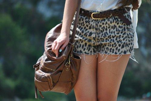 https://i2.wp.com/s3.favim.com/orig/46/bag-beautiful-beauty-blue-nails-brunette-Favim.com-411960.jpg