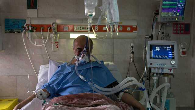 Survivors of COVID-19 who spent time on a ventilator may be at risk of long-term disability and illness. Image: Newscom/AP