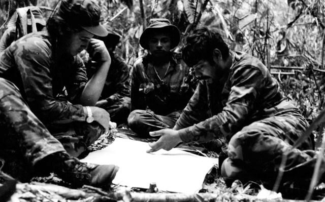 Berríos cual jefa del BLI Beatos López, en la guerra. Foto: Cortesía - Archivo personal de Óscar Navarrete / La Prensa.
